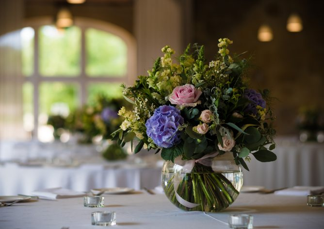 Summer floral table arrangements for a perfect Cotswold wedding